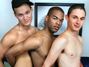twinks Interracial threesome of hot straight guys